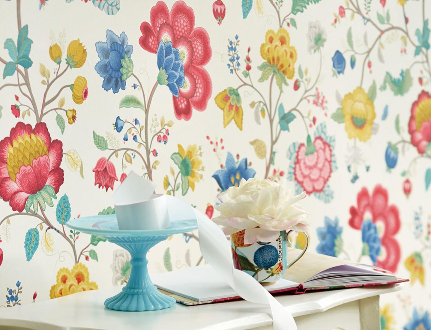 Che ne dici di qualche fiore sulle pareti il blog di for Carta parati fiori