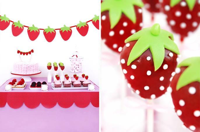 festa com cake pops em forma de morangos
