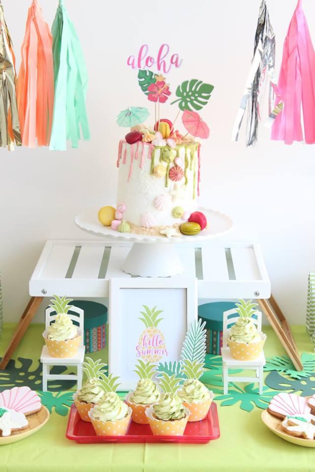 bolo para uma festa de anos com tema tropical
