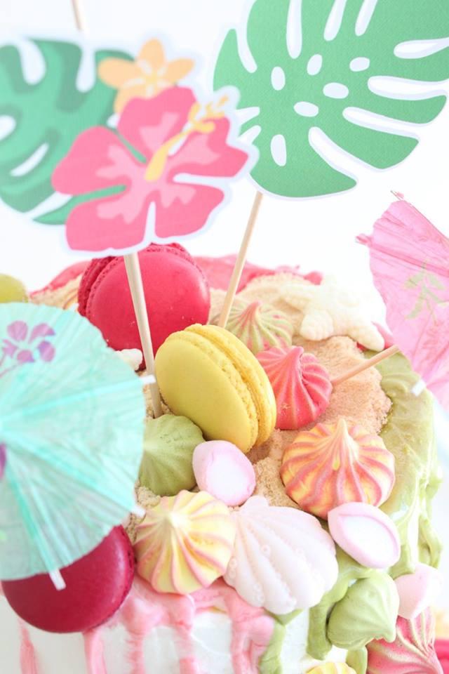 Bolo de aniversário com Macarons - Com amor e carinho