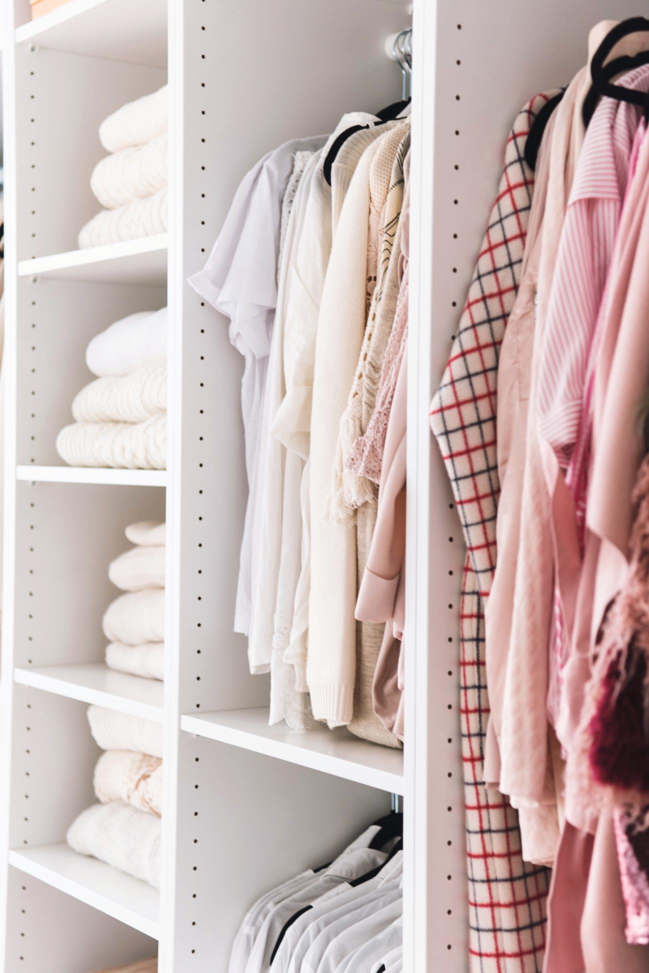 fashion blogger appartment wohnung begehbarer offener kleiderschrank nina schwichtenberg. Black Bedroom Furniture Sets. Home Design Ideas