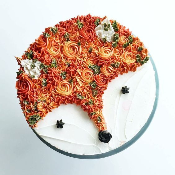 Bolo decorado com forma de lobo