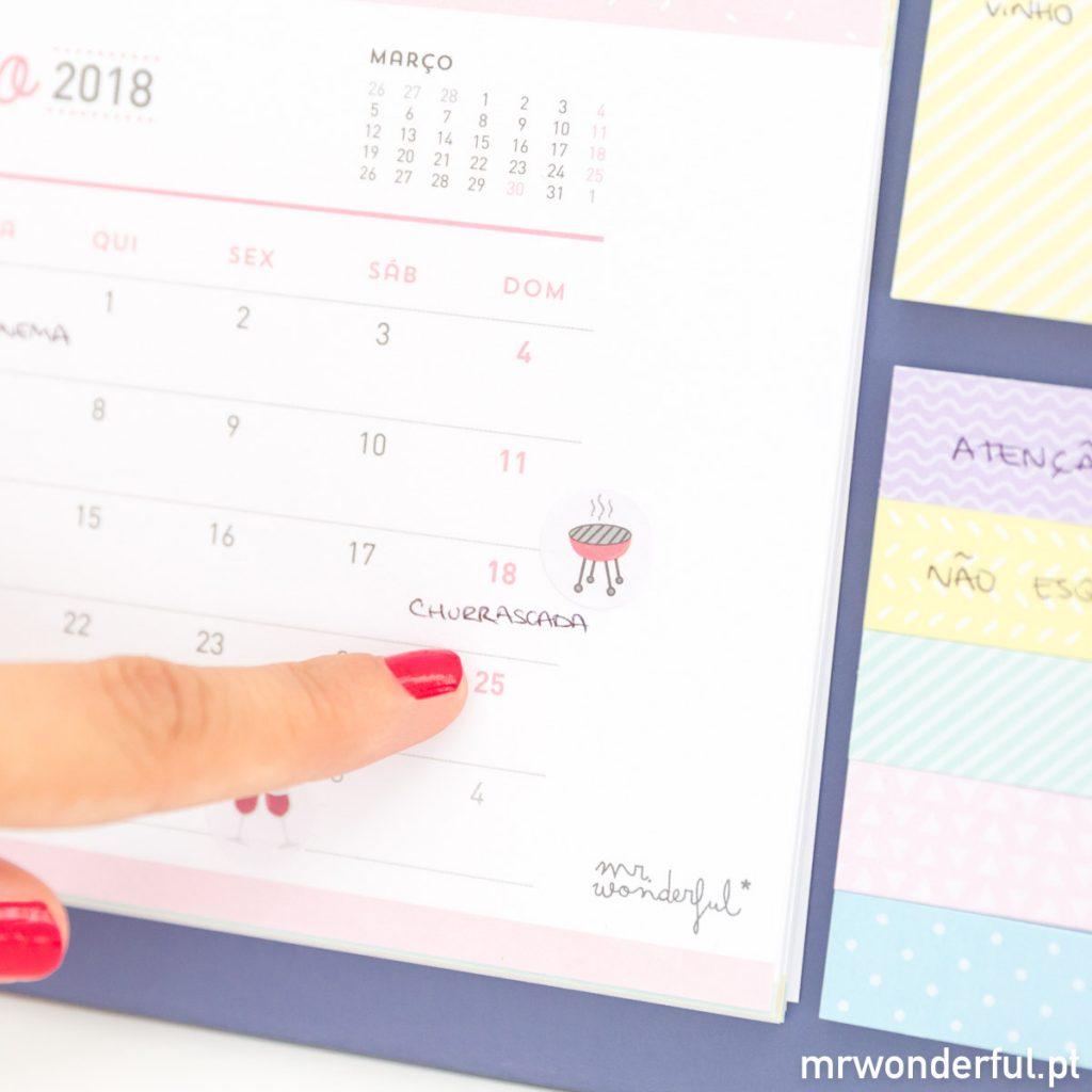 Calendário 2018 de mesa com autocolantes divertidos