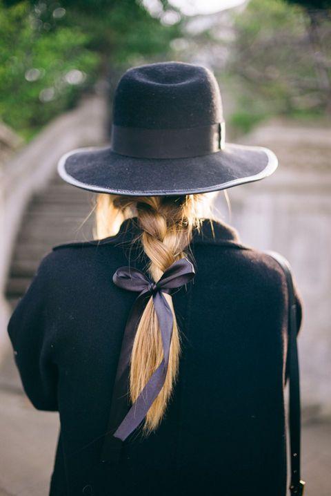 Descobre penteados com laços para deslumbrares nas festas que se avisinham! Nós já demos o nó com esta tendência, e tu?